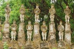 Yttersida av skulpturerna i Buddha parkerar i Vientiane, Laos royaltyfri bild