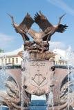 Yttersida av springbrunnen på självständighetfyrkanten, Minsk Arkivbilder