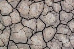 Yttersida av sprucken jord för texturbakgrund arkivbilder