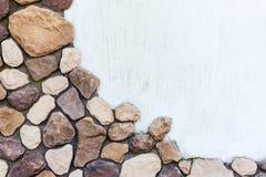 Yttersida av stenen och vit murbruk royaltyfri foto