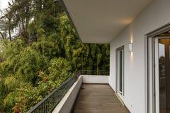 Yttersida av terrassen med inget omkring fotografering för bildbyråer