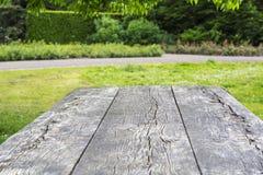 Yttersida av trätabellen med sprickor Arkivbilder