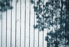 Yttersida av vita träplankor arkivfoton