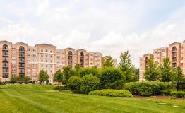 Yttersida för hyreshuskomplex Arkivfoto