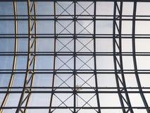 Yttersida för konstruktion för stål för arkitekturdetaljtak modern byggande royaltyfri bild