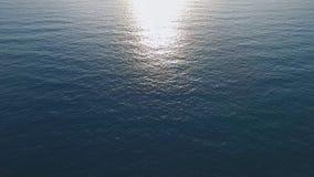 Yttersida för lugna hav på medelhavet, solnedgång, den bästa videoen för din advertizing arkivfilmer