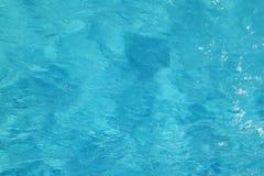 Yttersida för turkosblått vatten för bakgrund - hav Arkivbild