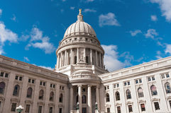 Yttersida för Wisconsin tillståndsKapitolium arkivfoto