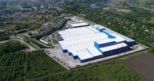 Yttersidan av en stor modern fabrik eller fabrik, industriell yttersida, modern produktionyttersida stock video