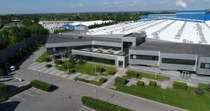 Yttersidan av en stor modern fabrik eller fabrik, industriell yttersida, modern produktionyttersida lager videofilmer