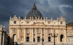 Yttersidan av Sts Peter basilika arkivfoto