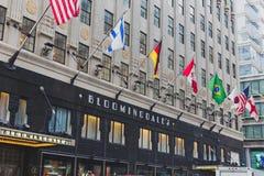 Yttersidan av varuhuset för Bloomingdale ` s i Manhattan, på Arkivfoto