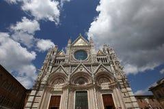 Yttersidor och detaljer av den Siena domkyrkan, Siena, Italien Arkivbild