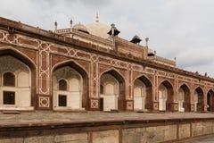 Yttre bågar av den Humayun's gravvalvet i Delhi Fotografering för Bildbyråer