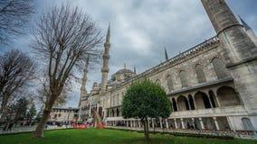 Yttre byggnad för blå moskégränsmärke royaltyfria bilder
