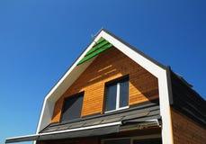 Yttre design för modernt hus Utomhus- begrepp för lösning för effektivitet för nybyggehusenergi Sol- energi, solpaneler som insta royaltyfria foton