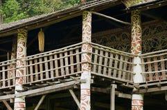 Yttre detalj av Ulu för typisk orangutang det stam- långa huset på den kulturella byn i Kuching, Malaysia Arkivbild