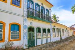 Yttre fasad av det koloniala huset Royaltyfri Bild