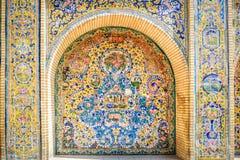Yttre keramisk tileworkkonst på den Golestan slotten arkivfoton
