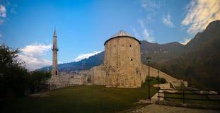 Yttre panoramasikt till den Travnik fästningen, Bosnien och Hercegovina arkivbilder