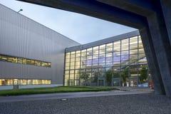 Yttre Plaza av BMW Cenral byggnad på en ljus molnig dag Arkivfoto