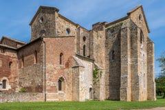 Yttre sikt av abbotskloster av San Galgano arkivbilder