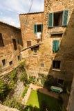 Yttre sikt av byggnader i den medeltida och renässansstaden Fotografering för Bildbyråer
