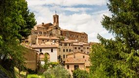 Yttre sikt av byggnader i den medeltida och renässansstaden Royaltyfri Bild