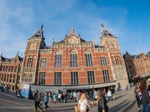 Yttre sikt av den Amsterdam Centraal stationen Fotografering för Bildbyråer