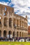 Yttre sikt av den forntida Roman Colloseum i Rome royaltyfria bilder