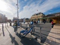 Yttre sikt av den Gare De Nice Ville drevstationen royaltyfria bilder
