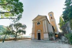 Yttre sikt av den historiska kyrkan av vår dam av antagandet av Eze royaltyfri fotografi