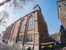 Yttre sikt av den historiska Leiden universitetkyrkan Royaltyfri Fotografi