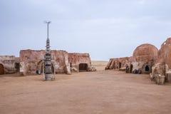 Yttre sikt av den original- filmuppsättningen som används i Star Wars som Mos Arkivfoto