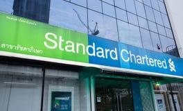 Yttre sikt av den Standard Chartered banken Royaltyfri Bild