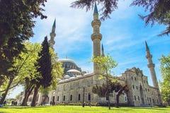Yttre sikt av den Suleymaniye moskén igenom Fotografering för Bildbyråer