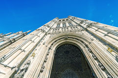 Yttre sikt av den Westminster abbotskloster i London Royaltyfri Bild