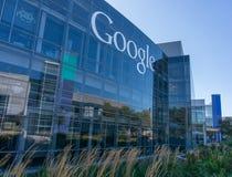 Yttre sikt av det Google kontoret Arkivfoton