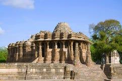 Yttre sikt av soltemplet Byggt i ANNONSEN 1026 - 27 under regeringstiden av Bhima I av den Chaulukya dynastin, Modhera, Mehsana,  royaltyfri bild