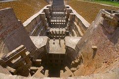 Yttre sikt av soltemplet på banken av floden Pushpavati Byggt i ANNONSEN 1026 - 27, Modhera by av det Mehsana området, Guj arkivbild