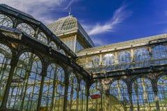 Yttre sikt de för Madrid Spanien Palacio de Cristal järnram arkivfoton