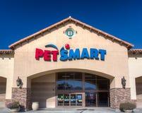 Yttre sikt för PetSmart lager Arkivfoto