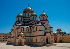 Yttre sikt till den nya Athos aka Novy Afon kloster, Abchazien, Georgia Royaltyfri Bild