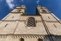 Yttre sikter av olika hus och kyrkor i Zurich Arkivbilder