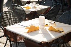 Yttre tabell för restaurang Arkivbilder