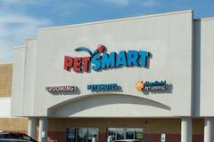 Yttre tecken på PetSmart detaljhandelläge Arkivbild