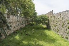 Yttre vägg av slotten av den storslagna förlagen av riddarna av Rhodes Royaltyfri Foto