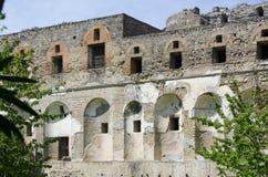 Yttre vägg, Windows och dörrar på Pompeii, Italien Arkivbilder