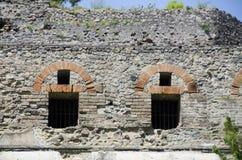 Yttre vägg, Windows och dörrar på Pompeii, Italien Arkivbild
