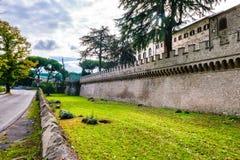Yttre väggar av abbotskloster av Santa Maria i Grottaferrata Fotografering för Bildbyråer